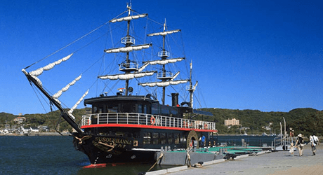 ペリー提督の気分で下田港を周遊「黒船サスケハナ」